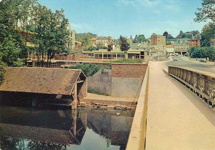 Cec et pont du 18 juin for Piscine yerres